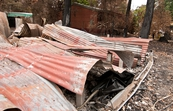 Buckled roof panels from a destroyed building at Kinglake af... [ID:10813]