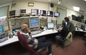 Astronomers in the control room of the CSIRO Parkes radio te... [ID:3865]