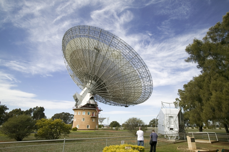 The view of the CSIRO Parkes radio telescope from the visito...