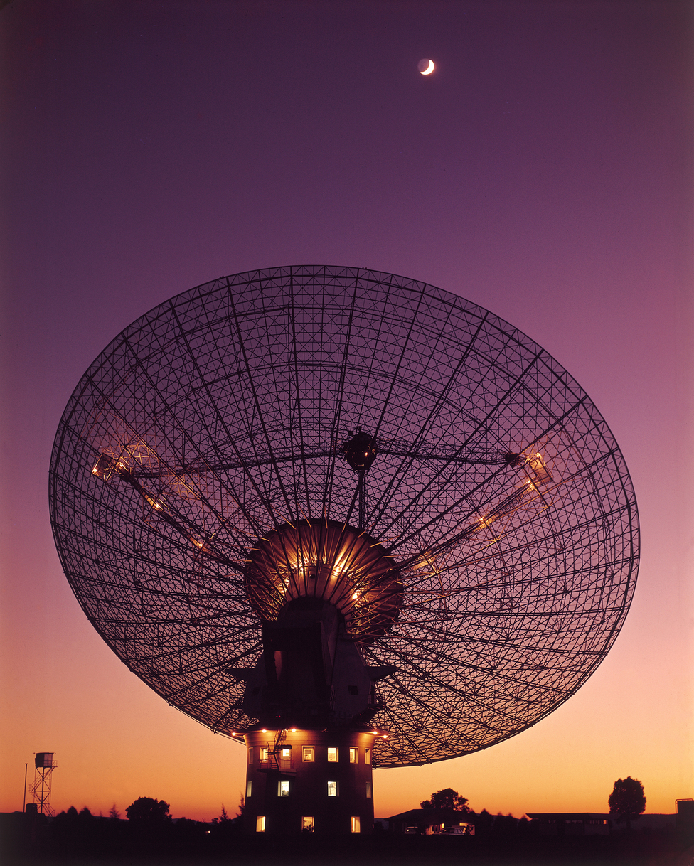 CSIRO's Parkes Radio Telescope with moon in the background