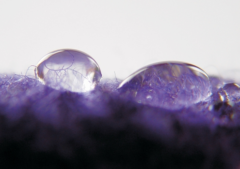 Water droplets on QuickDry merino wollen fabric