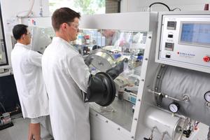 Salt baths boost next gen batteries for electric cars