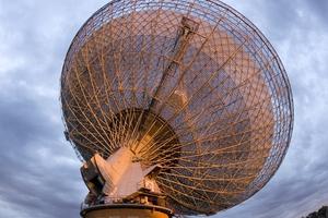 The CSIRO Parkes radio telescope in operation