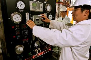 CSIRO researcher working in the Gas-to-Liquid workshop